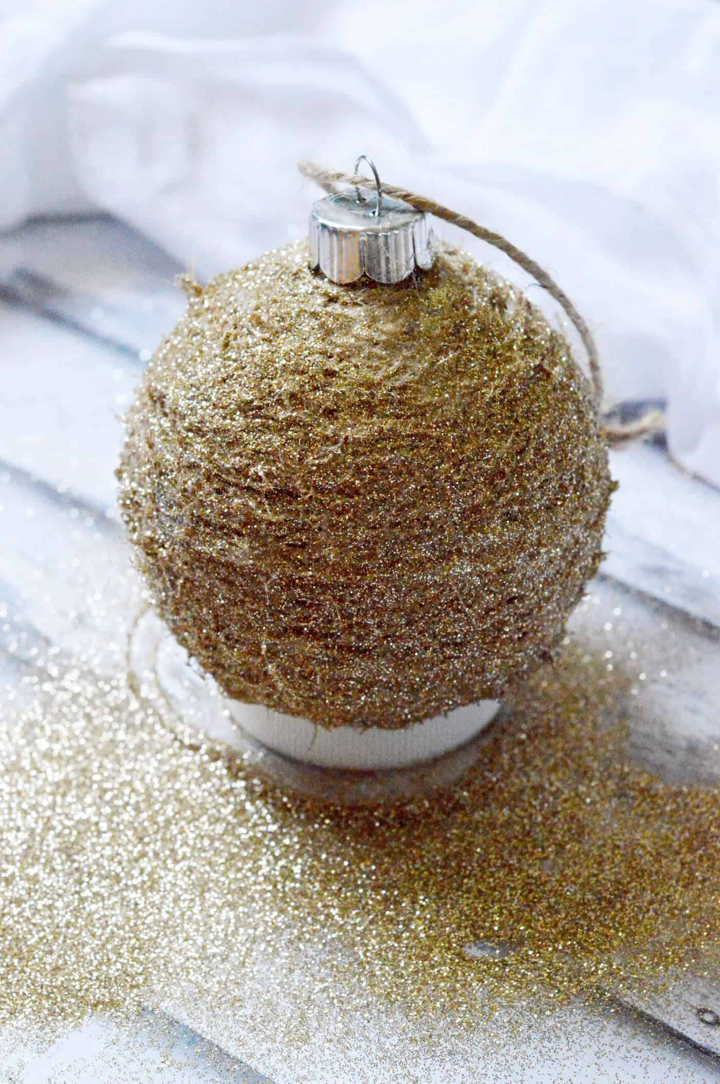 Make your own rustic glitter ornament using twine and Mod Podge! This is so easy - you'll want a whole tree of these. So pretty!