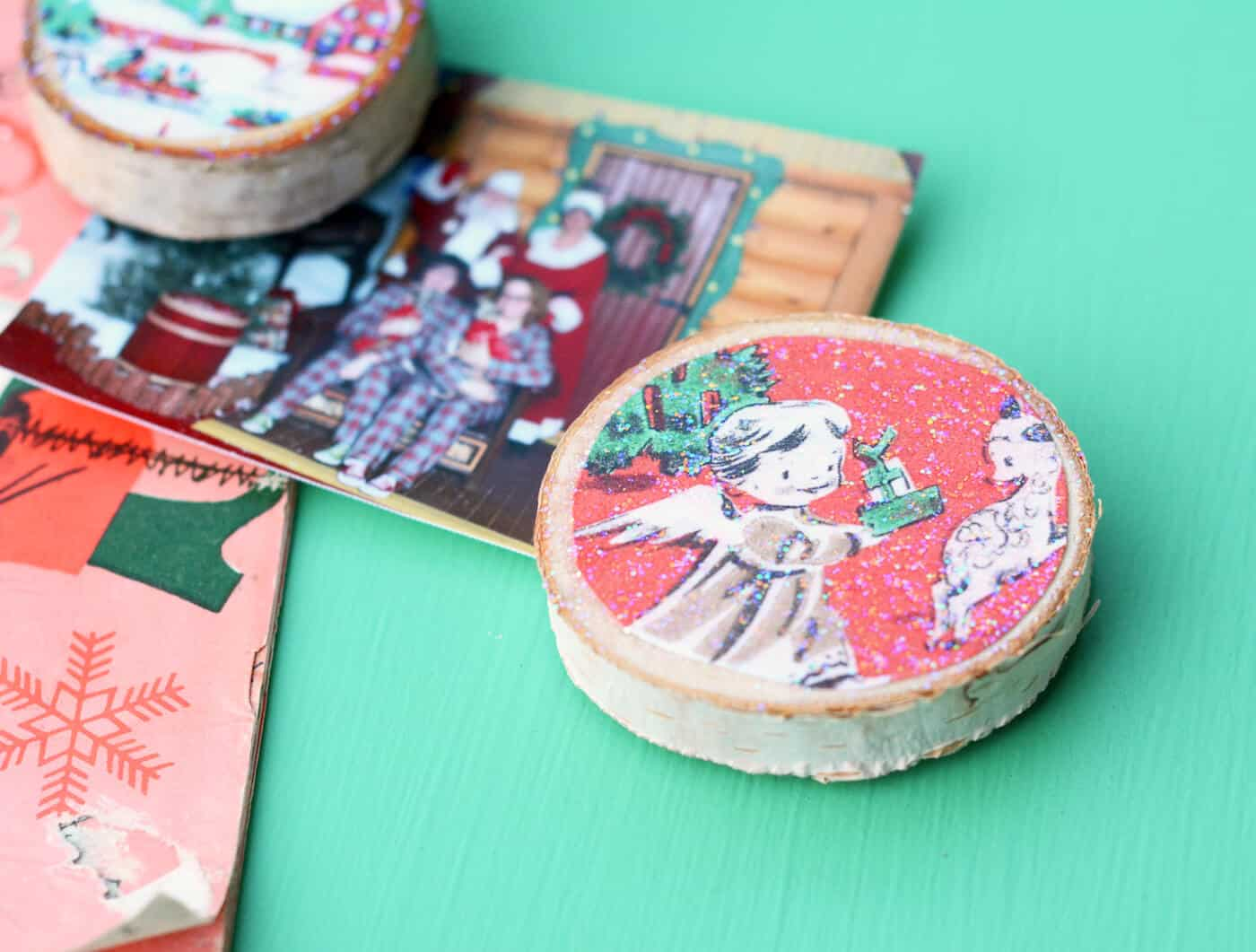 These Christmas card magnets are SO easy to make and are a perfect gift idea! Use your own cards or the free printable included.