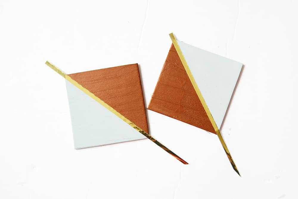 These trendy copper and gold DIY coasters are so easy to make using wood squares! Perfect for entertaining or giving as gifts.
