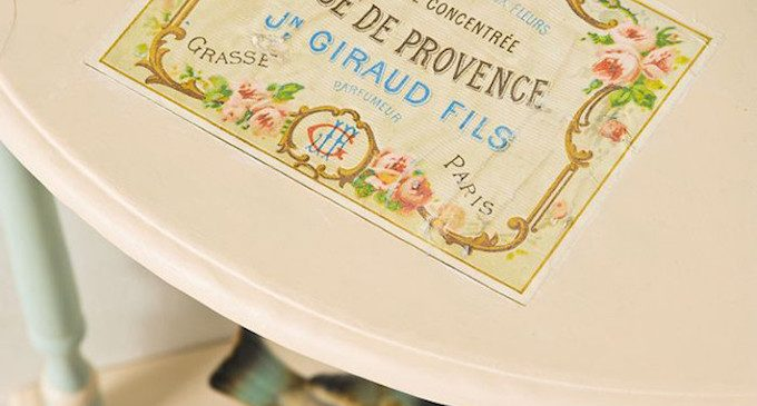 Upcycled furniture: vintage photo transfer table