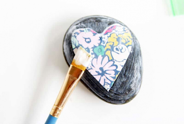How to Decoupage on Rocks