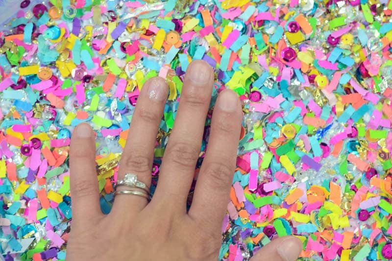 Ready to party?? You can decorate a clear acrylic tray with confetti and Mod Podge. It's really easy and perfect for a celebration or home decor.