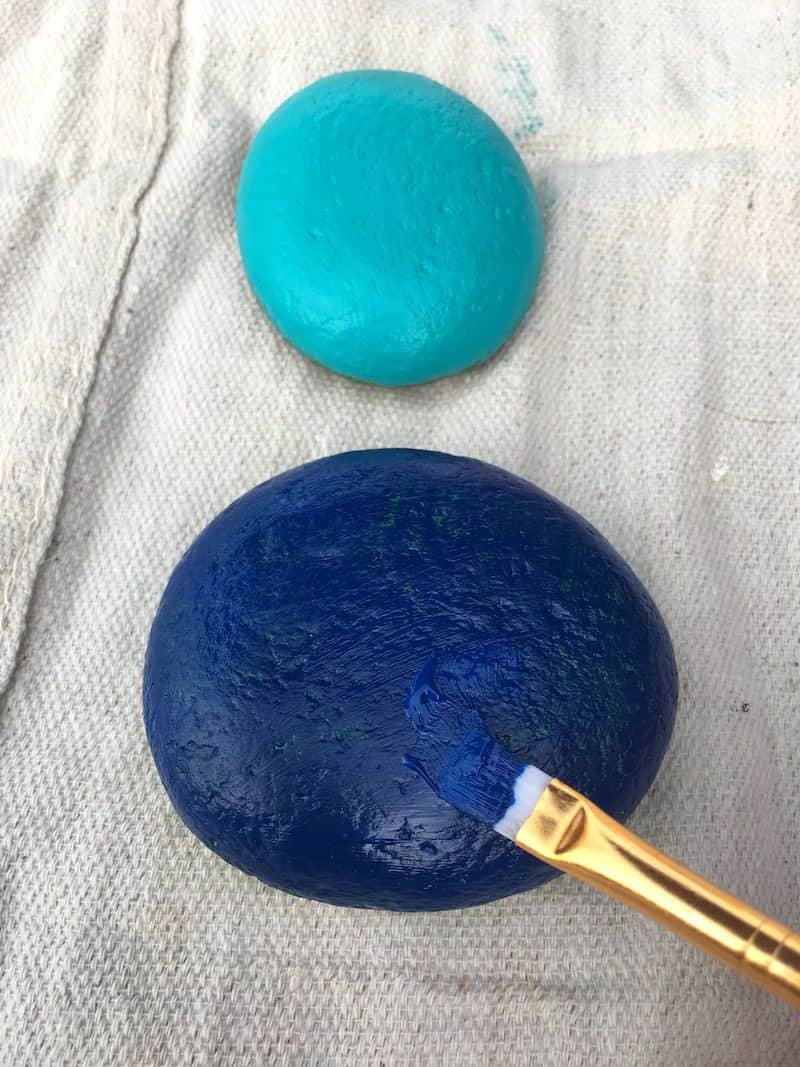 Simple rock painting ideas - painted blue rocks with brushes