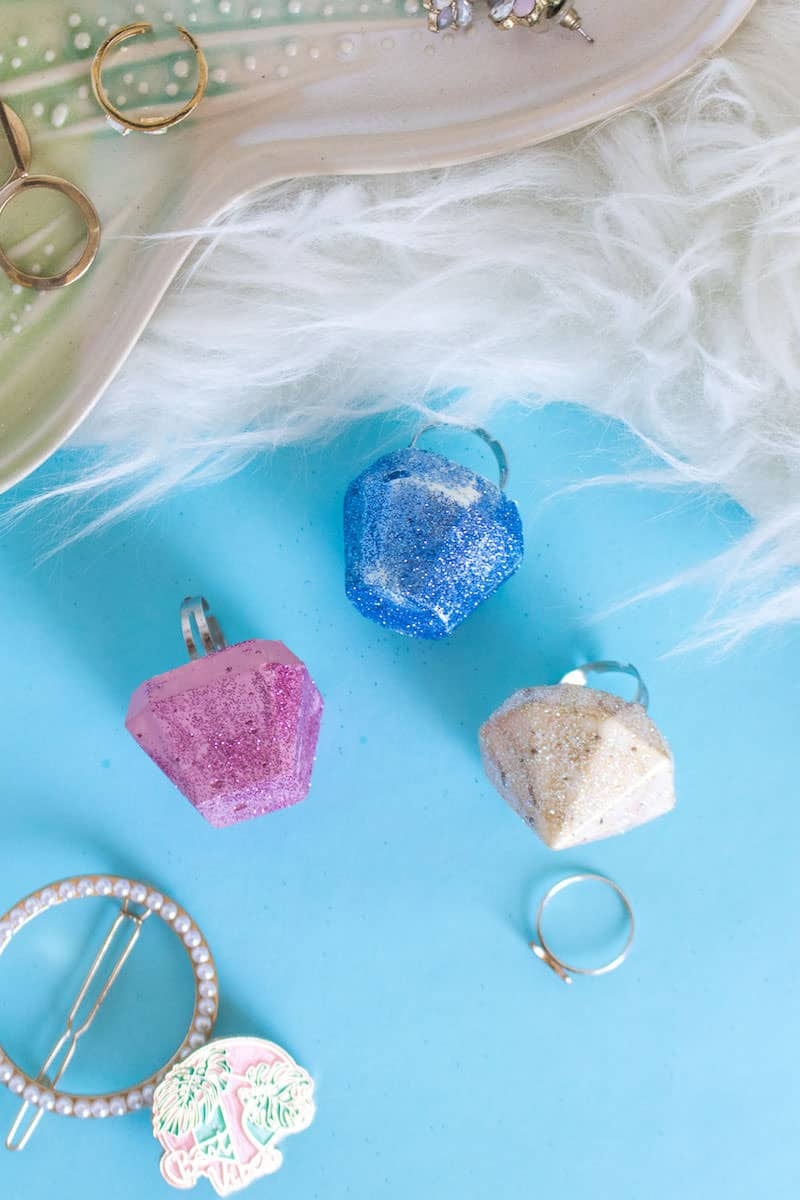 Use Mod Melts to create these fabulous and glittery gem rings. Make them for holidays, parties, dressing up . . . they are easy enough for even a kid to do!
