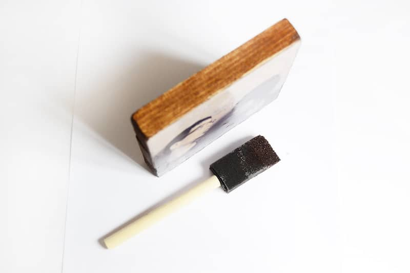 Stain the edge of a wood block with a sponge brush