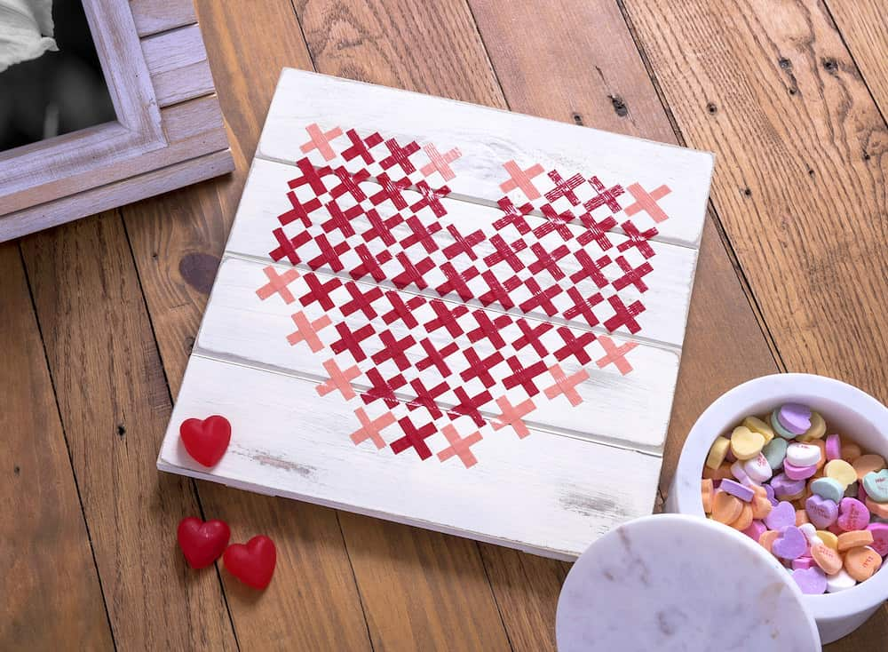 Make This Simple And Pretty Valentineu0027s Day Art Using A Wood Pallet And  Duck Tape!