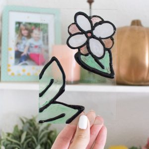 You can whip up a piece of DIY art in less than 30 minutes using this simple faux stained glass technique! It's so easy, it's perfect for kids. Make your own patterns and try this technique on a window. Learn how to make it with glue and paint here!