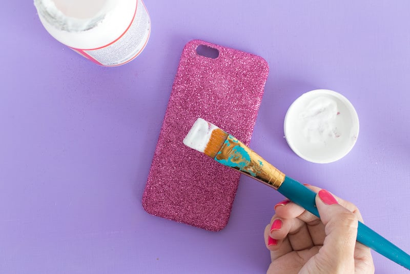 Decorate a phone case with glitter