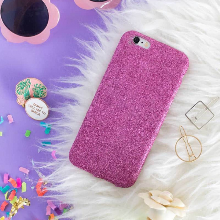 DIY phone case with glitter
