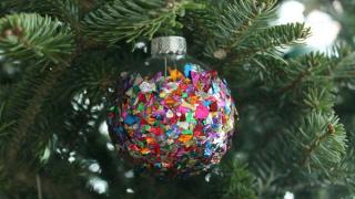 DIY: Confetti Ornaments