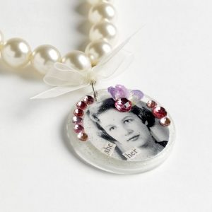 DIY picture necklace