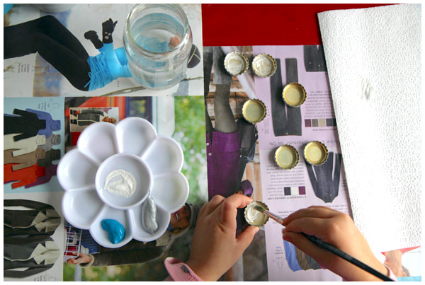 Painting bottlecaps using a paint brush