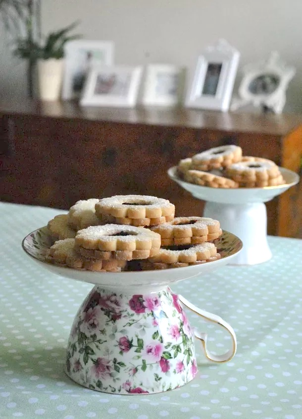 Cake Stand From an Old Coffee Cup