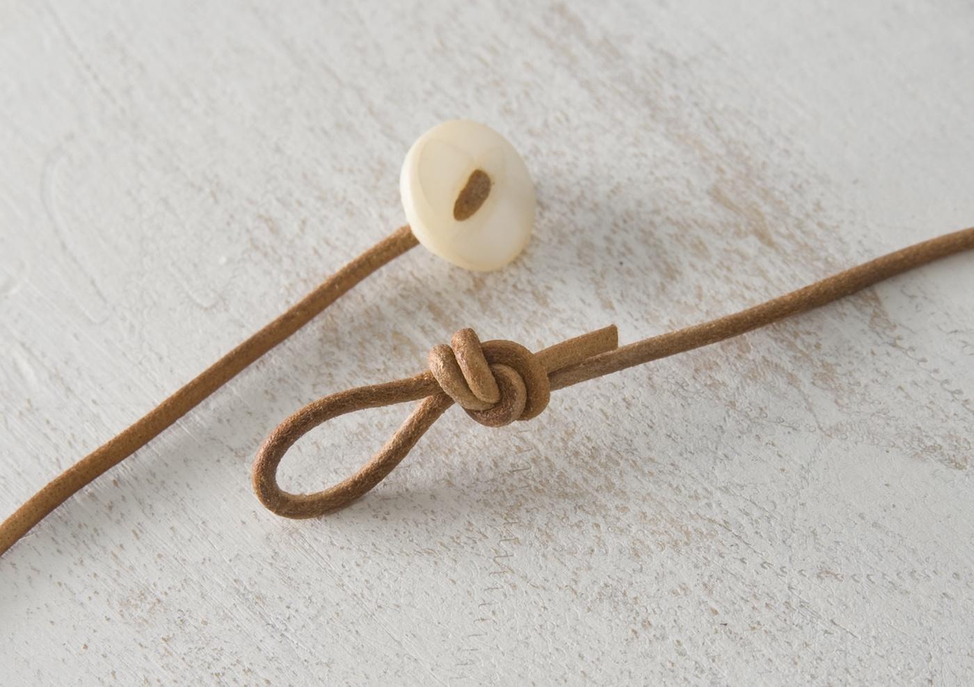 Knopf- und Knotenhalskettenverschluss