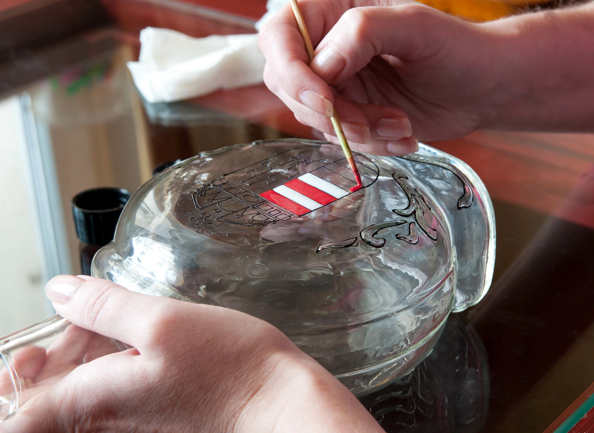 Hand-painting-a-design-on-a-glass-bottle