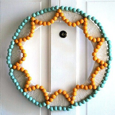 the-silly-pearl-wood-bead-wreath